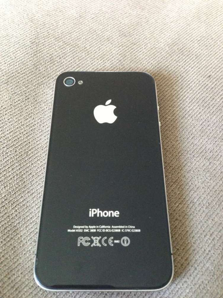 Iphone 4 Black Used 32 gig black iPhone 4  Used so