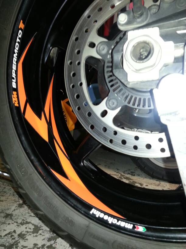 new white 990 with pic. - ktm super twins forum