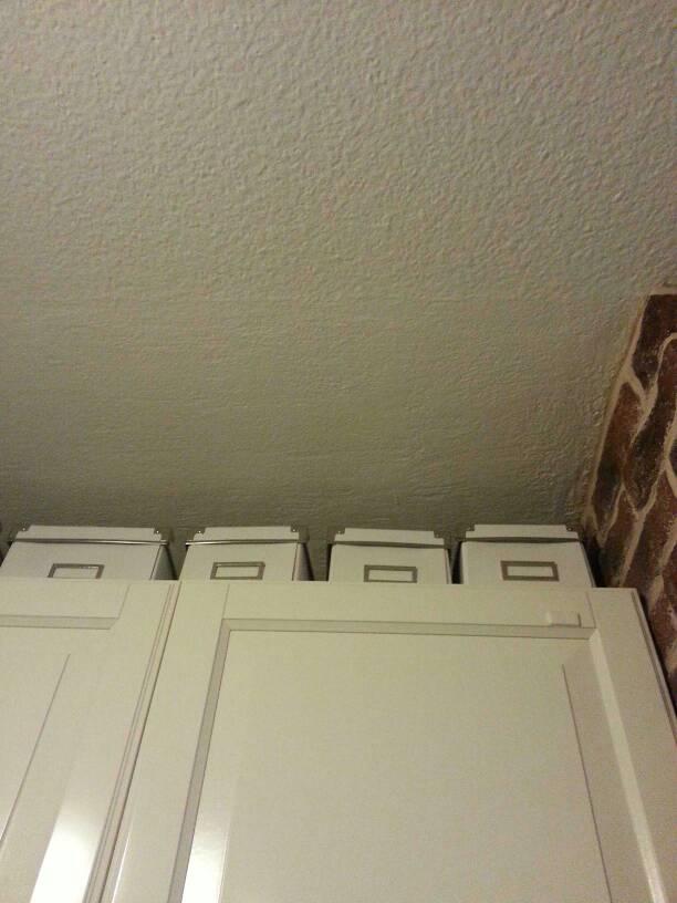 Ruiskutasoitetun katon korjaus