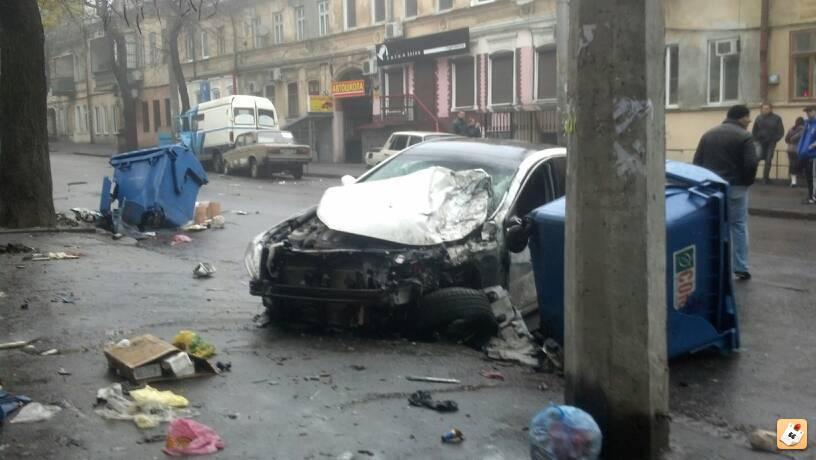 ночью 4 ноября неизвестный повредил две иномарки во дворе дома по улице некрасова. у автомобиля «mazda 6» было разбито зеркало бокового вида.