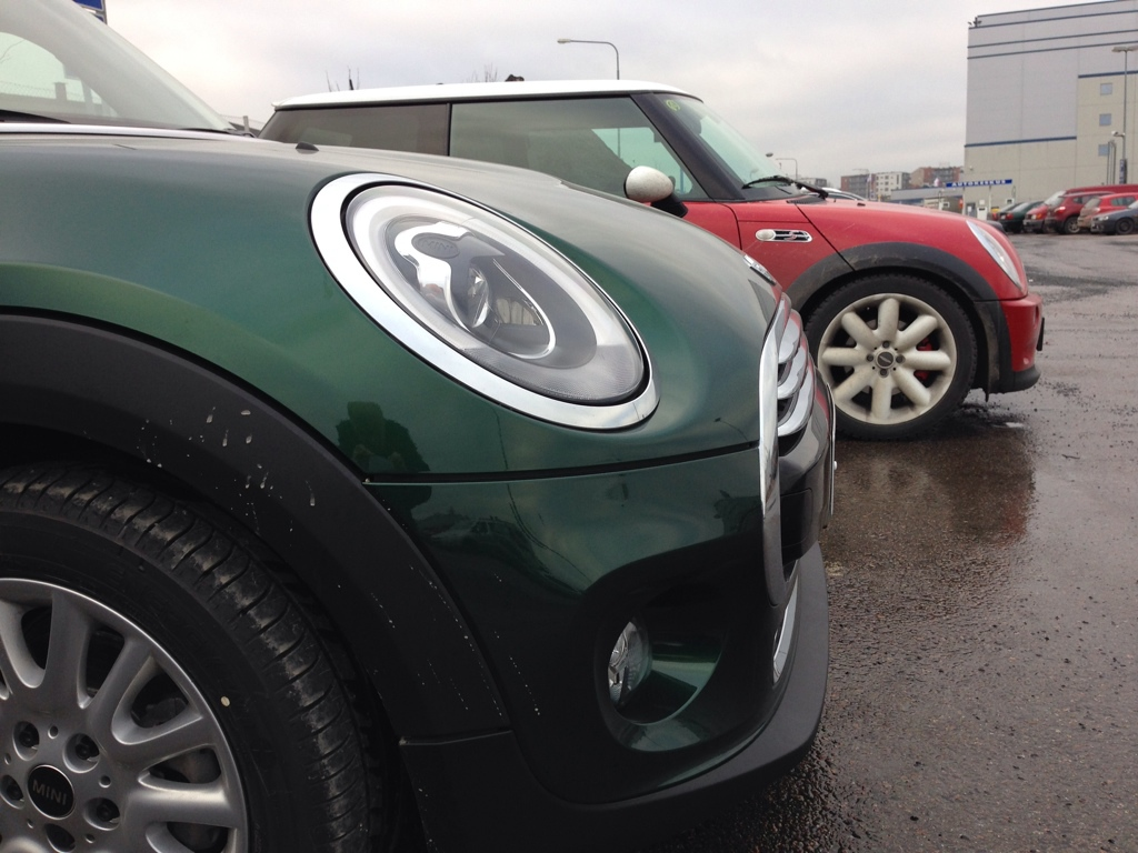 The local dealer tampere finland had just got a cooper d out of a transport truck so i just had to park next to it for some comparison shots vs my r53