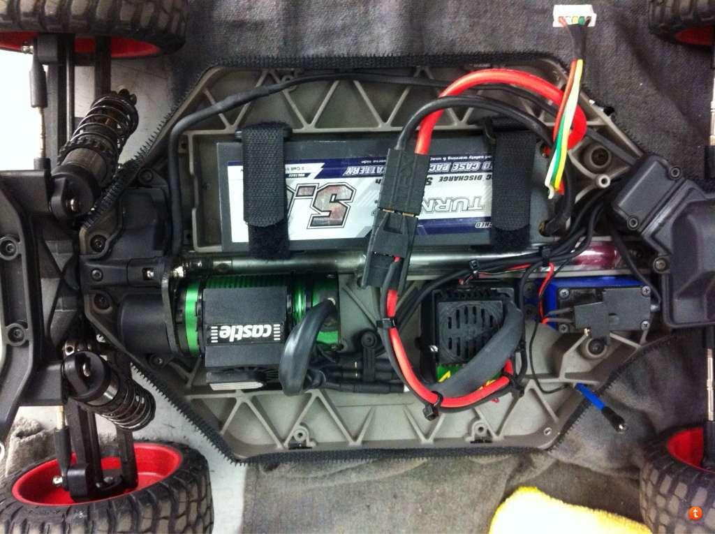 any one runnin velcro battery straps??