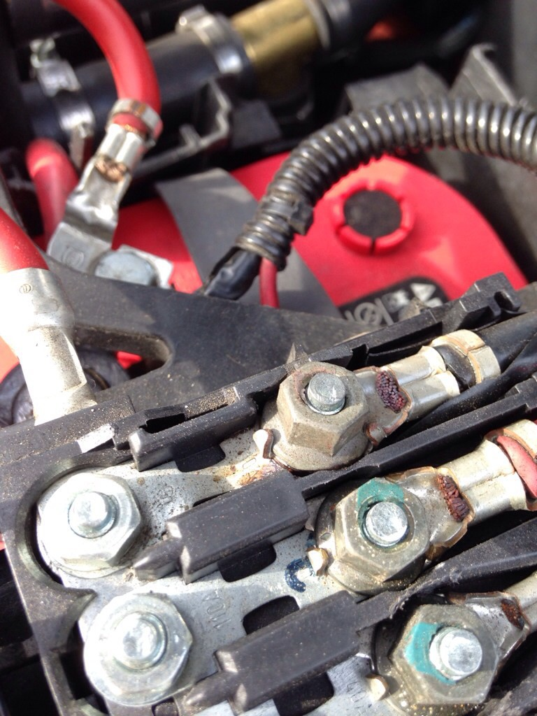 Vwvortexcom Battery Top Fuse Box Any Ol30 Amp Or Special Unit 2001 Volkswagen Beetle Cause Repair The Bottom Line Here Is That A Hot Terminal Bad Needs To Be Repaired