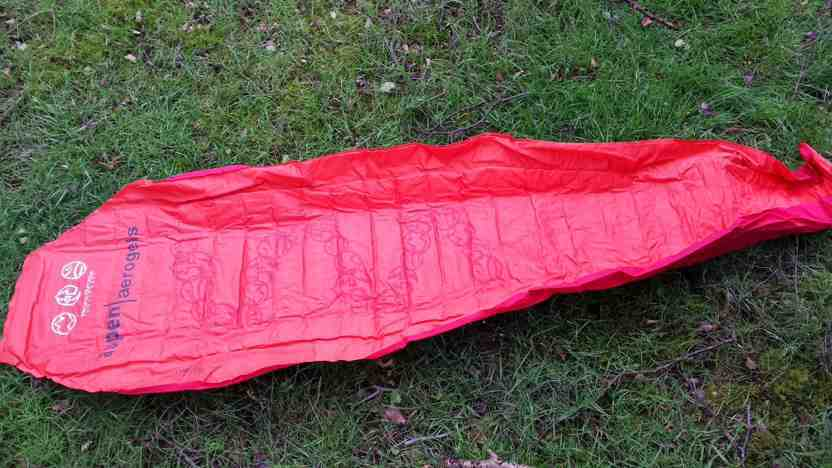 once hung you have to put a mat into the integrated sleeve  self inflating or foam  to get the best out of the hammock  my mat is a weight and space saving     hammock bliss sky bed bug free review  rh   hammockforums