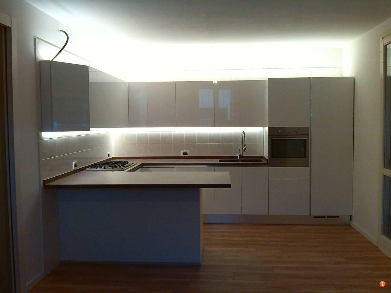 Emejing Led Pensili Cucina Contemporary - bakeroffroad.us ...