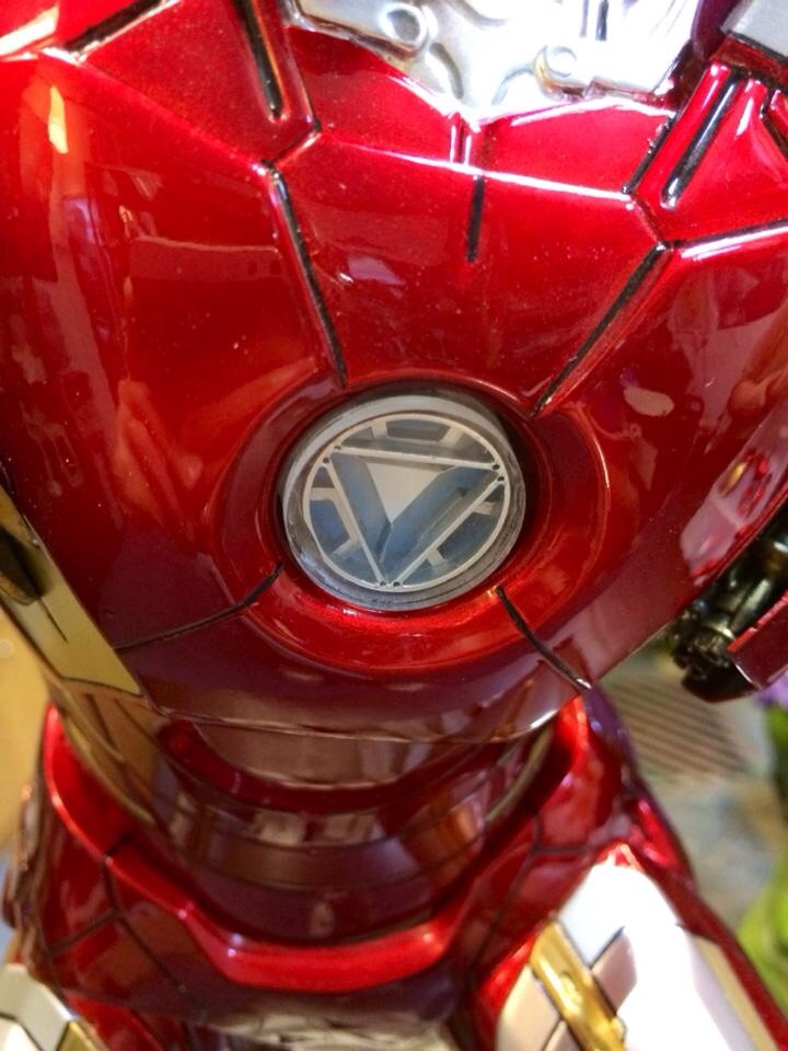 Premium Collectibles : Iron man MK VII Upe9e9av