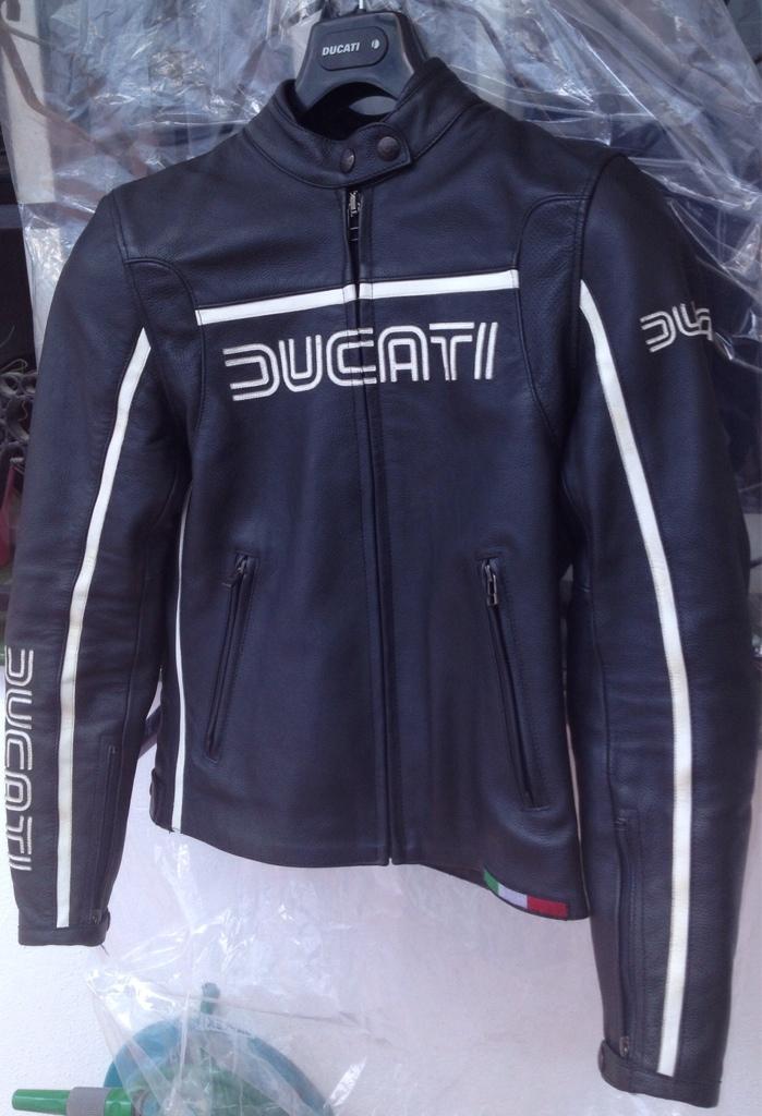 72d1163d8d0 chaquetas piel ducati