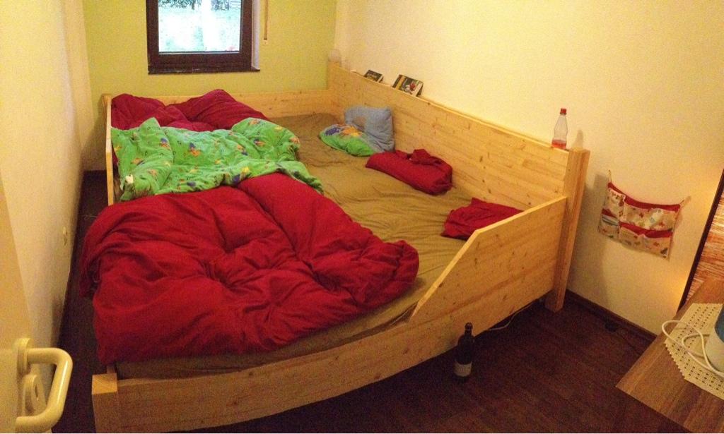 Matratzenlager familienbett  Familienbett - Ideen gesucht - Stillen-und-Tragen.de