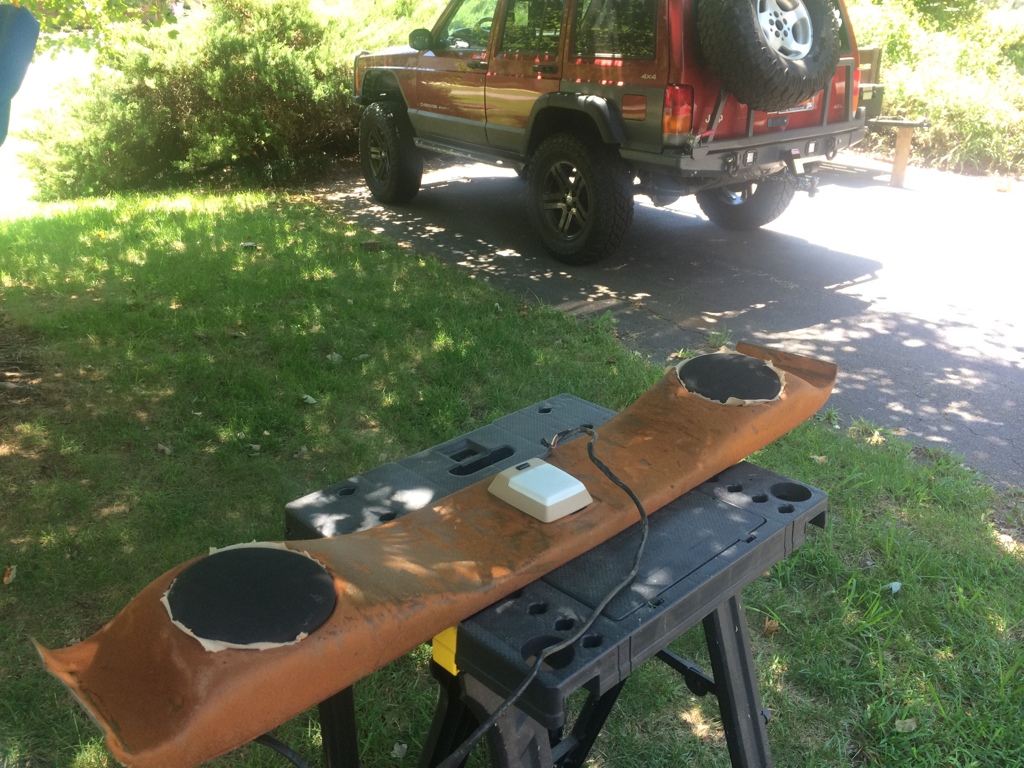 dual sound bars wiring help jeep cherokee forum and obligatory pics certainly needs to be recovered try to a 97 rear dome light to replace this one it looks pretty dated
