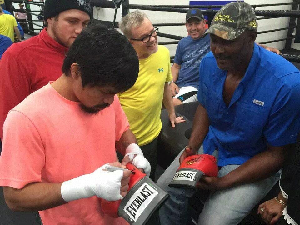 8f1a8fe76cbd64609f517c101da0a613 - Karl Malone Nagpa-autograph ni Manny Pacquiao - Boxing and Boxers