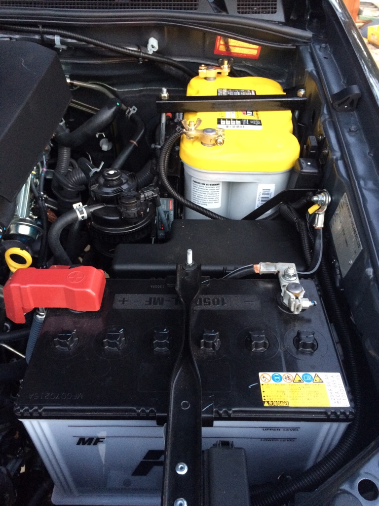 toyota hilux 2013 battery