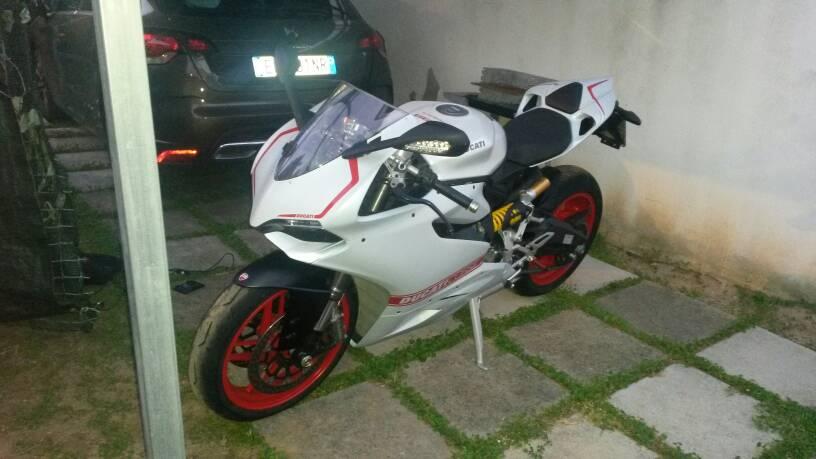 760f3b8e8adf356e4caeeb53a99d61c2 - Tutorial montaggio carene Ducati performance con Kit pista.