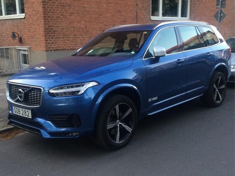 XC90 R-Design in Bursting Blue IRL