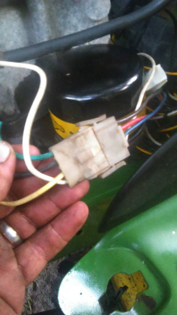 56f0aa038a02b437af426582458ef401 lt133 wiring issues john deere lt133 wiring harness at aneh.co