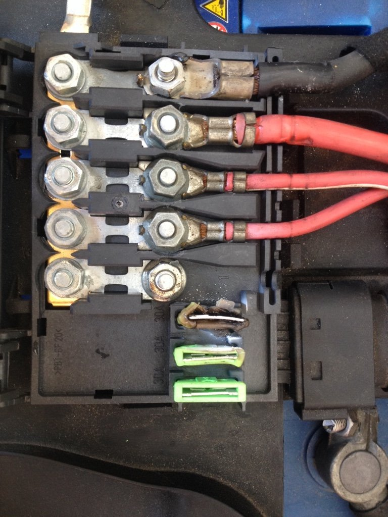 3d7cc48fb4f06b0e3dbdf2e7f0521a62 the audi tt forum \u2022 view topic battery fuse box burned fuse box burning smell at fashall.co