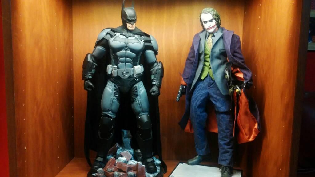 NECA 40040 Scale Batman Returns Danny DeVito Penguin Figure Page 3400 Adorable Neca 1 4 Display Stand