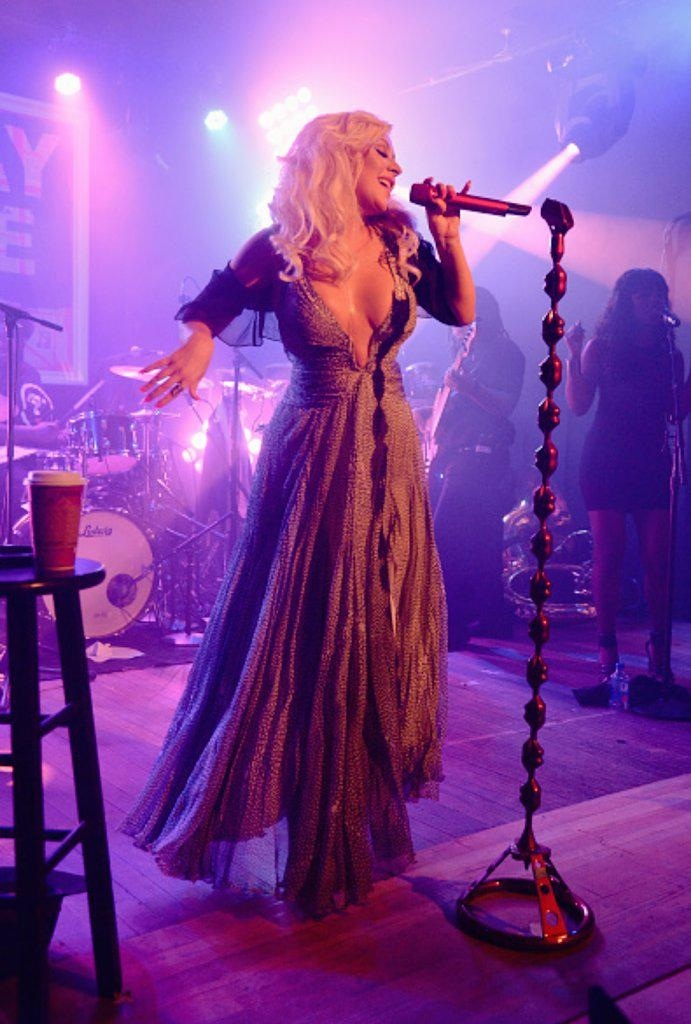 [15 Ago] Xtina LIVE Hot-Ticket Hamptons in NYC  0f0727eaf50879753b3fc7b3863b036a
