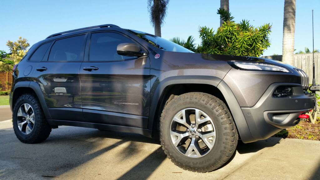 2014 jeep cherokee latitude tire size