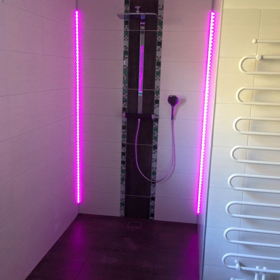 duschwand led raum und m beldesign inspiration. Black Bedroom Furniture Sets. Home Design Ideas