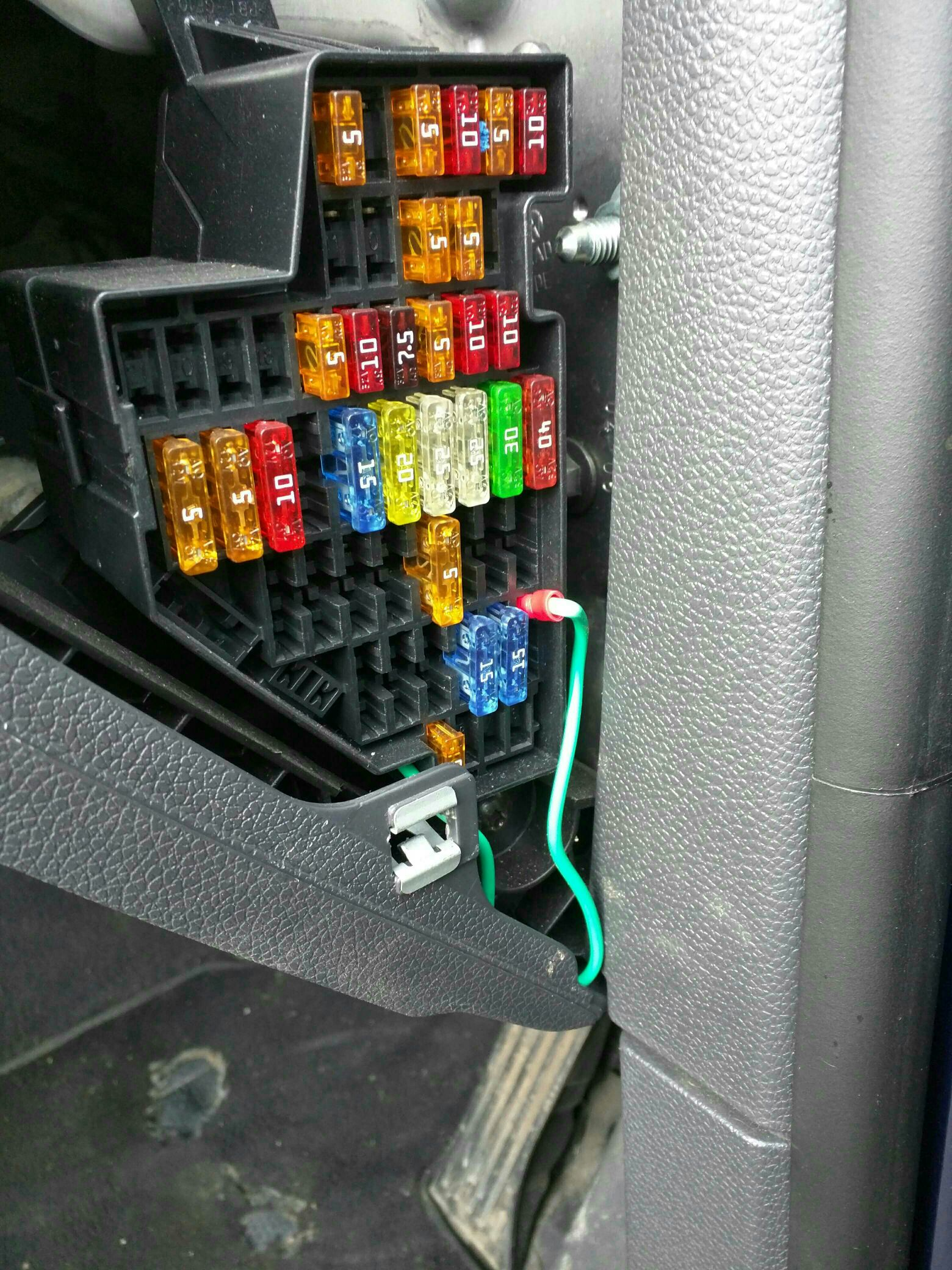 09af3f607ff86a87ef467830b99fa54f aftermarket hu which fakra cable should i buy? mk5 general mk5 golf fuse box diagram at bayanpartner.co