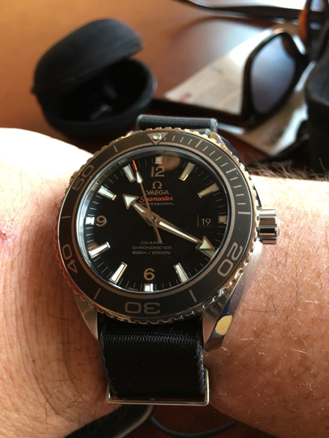 hand right black wryst follow airborne swiss watches giveaway up left watch en handed htm blog