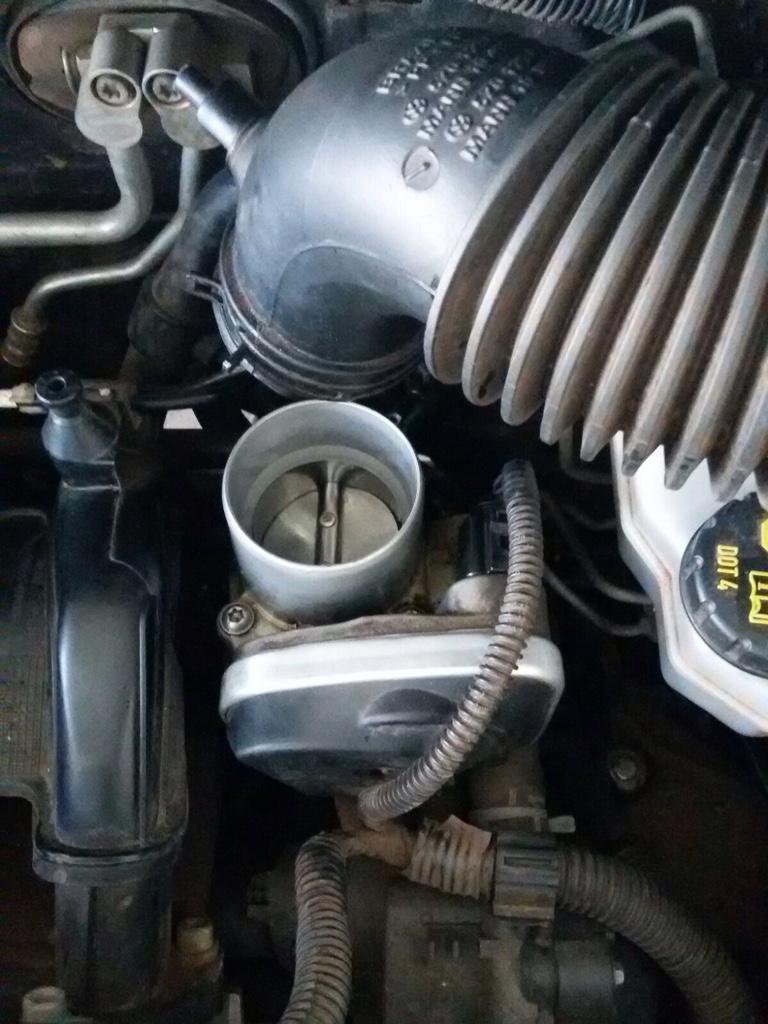 Vazamento Pelo Sensor Do óleo Fox Achado Com O Cel: Vazamento De óleo Do Motor Pelo Retentor De Volante Do
