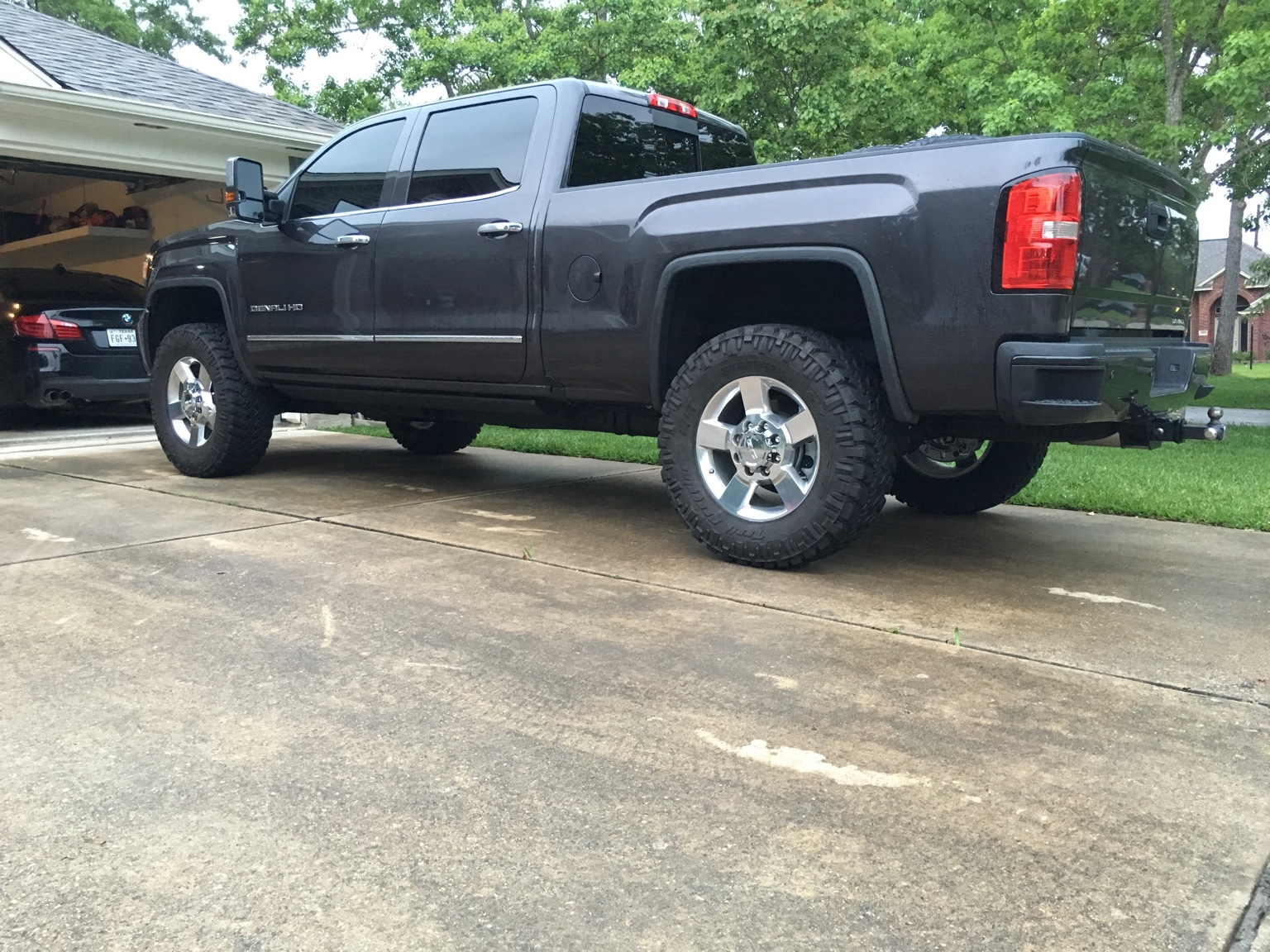 2016 Duramax Specs >> Leveled LML on stock 20's w/Mud Tires. I need pics and ...