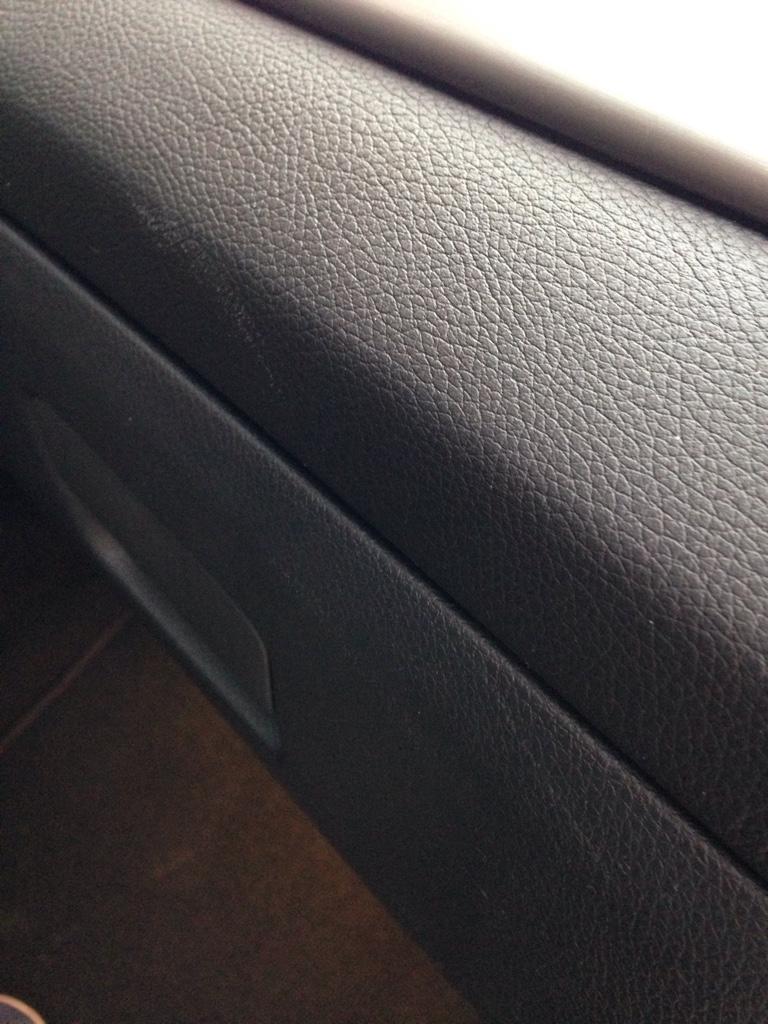 kratzer leder entfernen hausmittel leder kratzer entfernen reinigung pflege und f rbung von. Black Bedroom Furniture Sets. Home Design Ideas