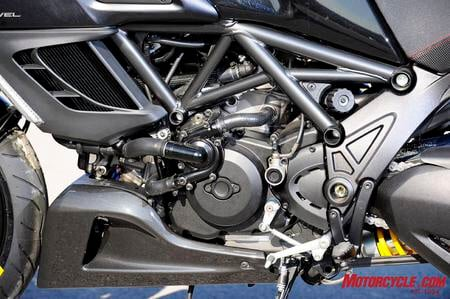 how do i replace the battery on my diavel ducati diavel. Black Bedroom Furniture Sets. Home Design Ideas