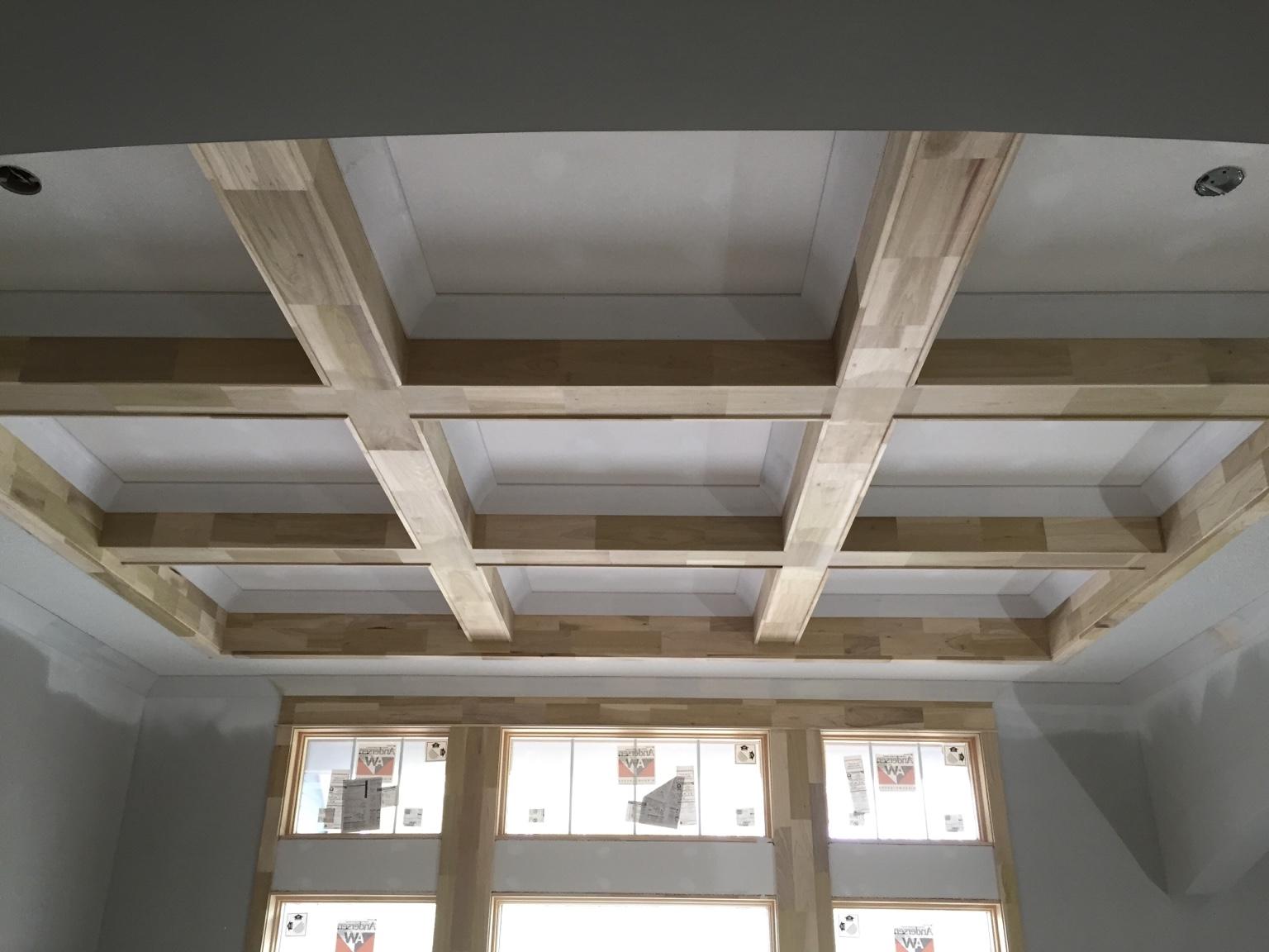 Wood coffered ceiling detail der hlzernen balkendecke in for Coffered ceiling detail