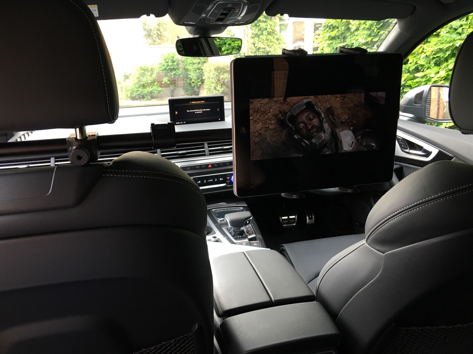 ipad rear seat entertainment. Black Bedroom Furniture Sets. Home Design Ideas