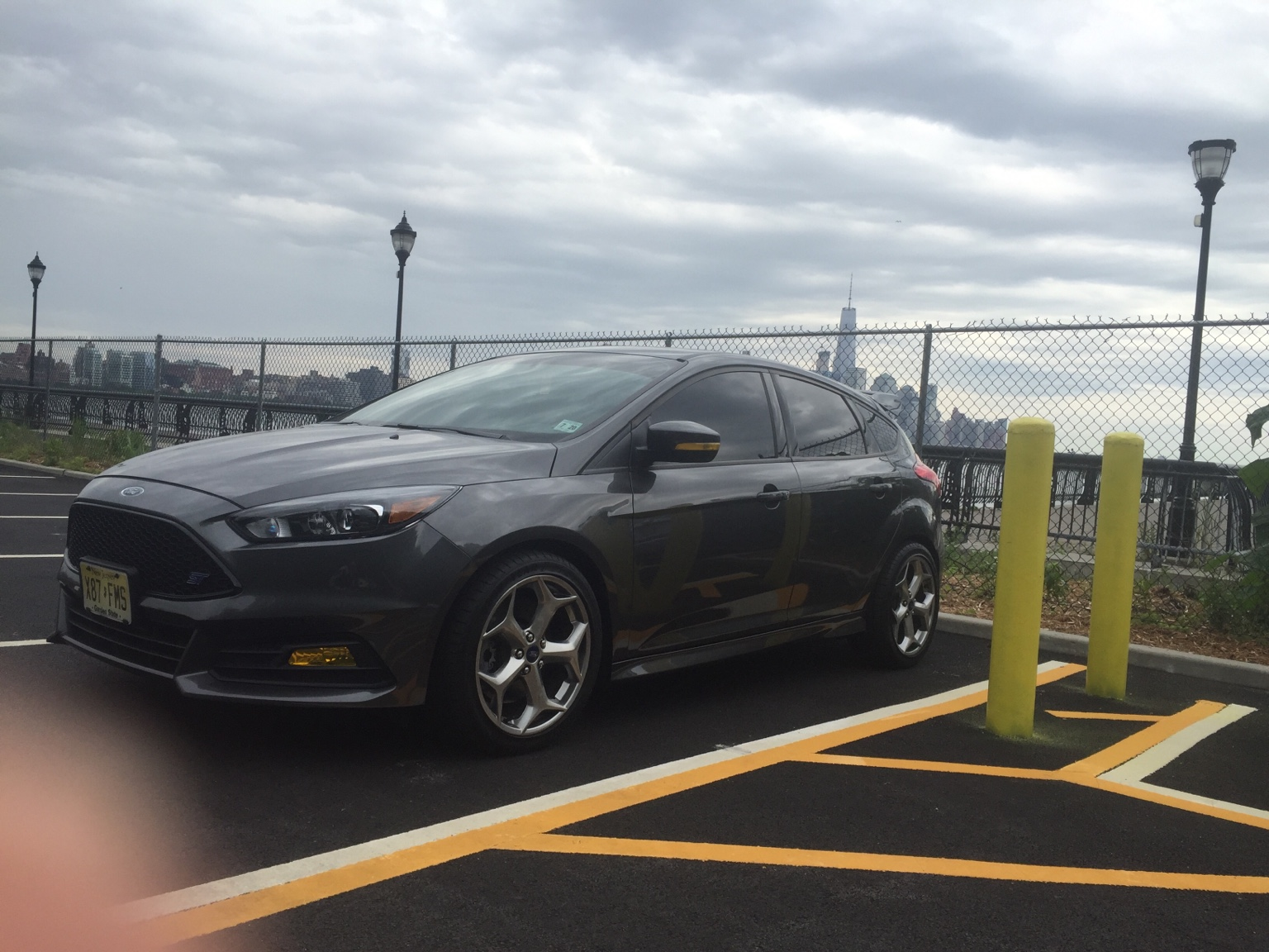 nice gloomy nyc background and my thumb wanted in lol - 2015 Ford Focus St Magnetic Metallic