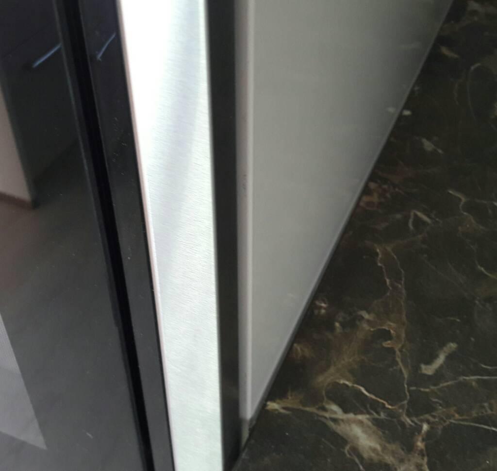 Silikonfuge an Übergang Küchenarbeitsplatte zu Schrank