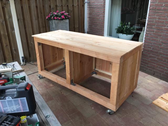 Werktafel voor mijn nieuwe weber mastertouch 57 cm gbs for Bbq tafel maken