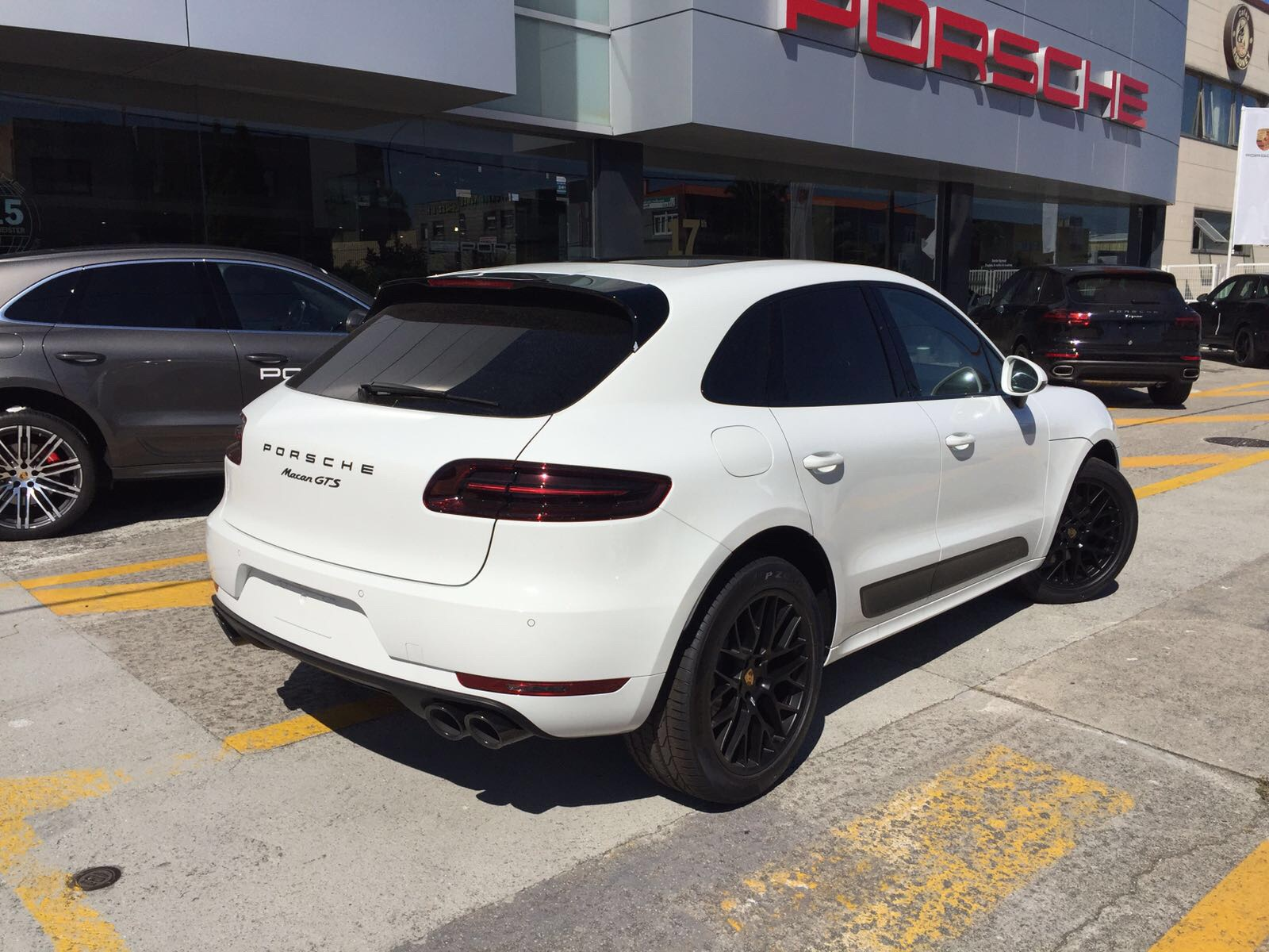 my17 macan images page 31 porsche macan forum. Black Bedroom Furniture Sets. Home Design Ideas