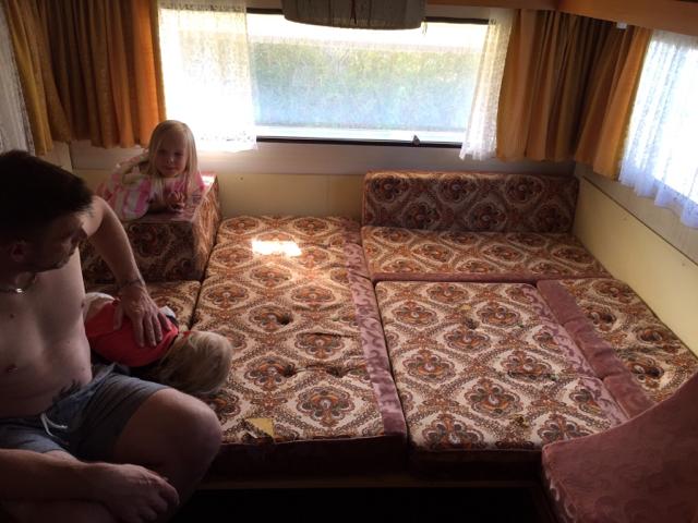 lord wohnwagen ca bj 75 bettumbau forum. Black Bedroom Furniture Sets. Home Design Ideas