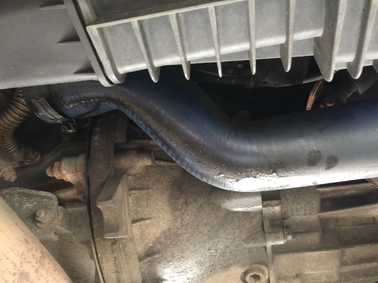 Boost pipe covered with oil and gunk   help! - Alfa Romeo Forum