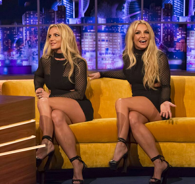 spears legs Britney spreading