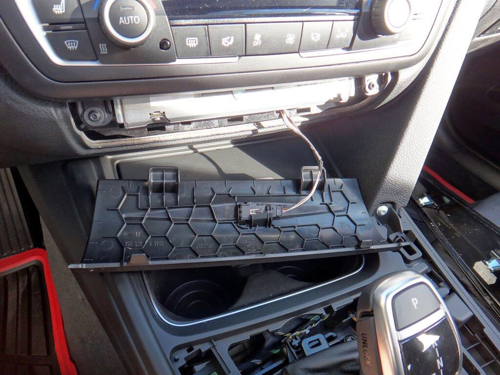 Service Manual Removing Center Console In A 2004 Bmw 3