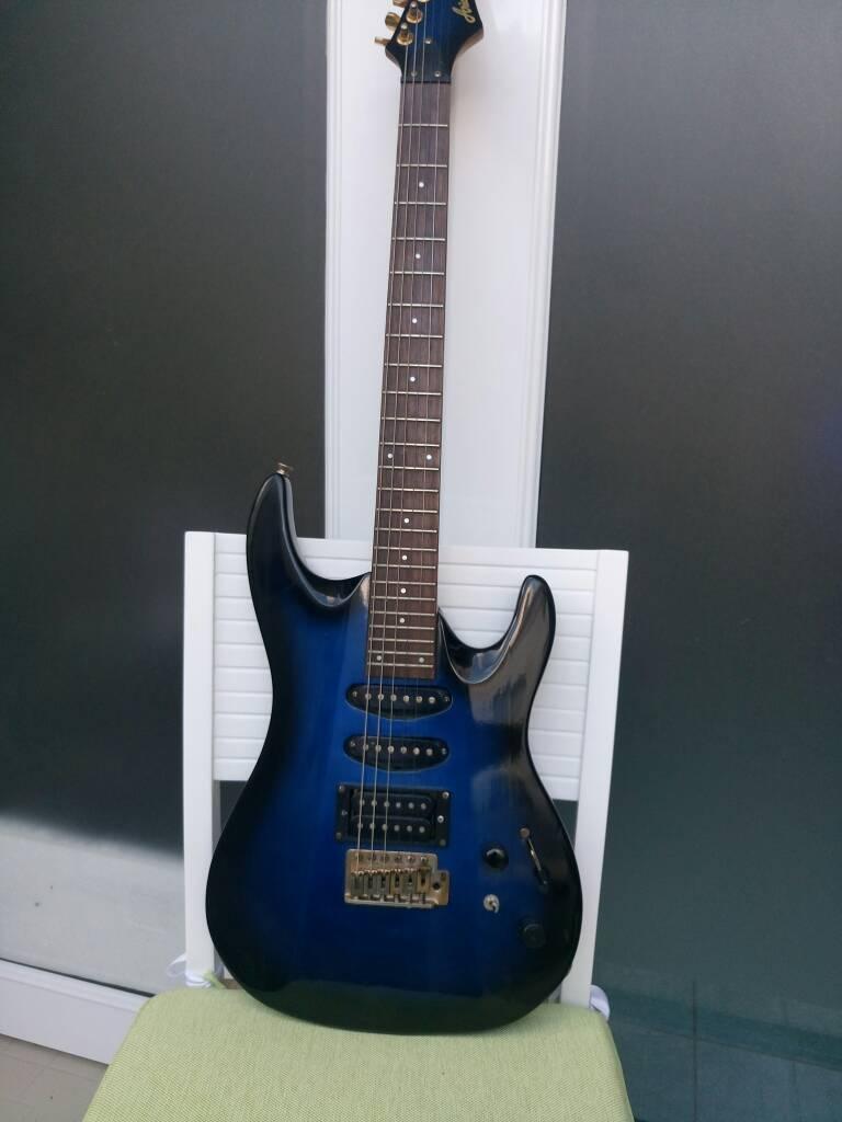 Guitar điện đủ loại.