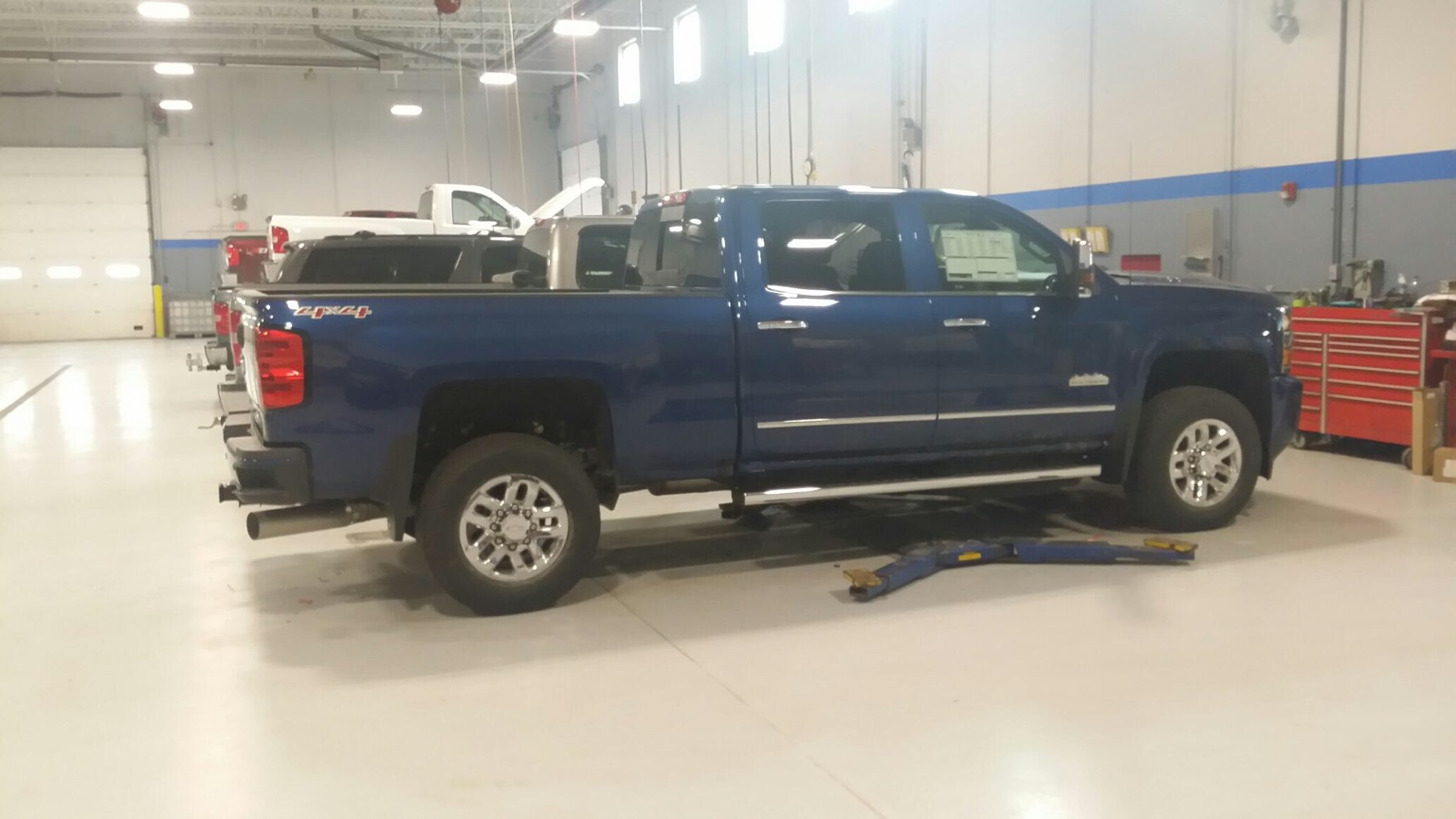 Removing duramax 4x4 silverado and high country on tailgate leveling kit next then tire selection