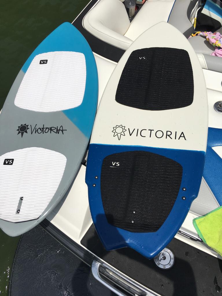 Victoria The Captain? - Wakesurfing