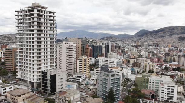 Ecuador quito la capital pol tica y econ mica del for Edificio puerta del sol quito