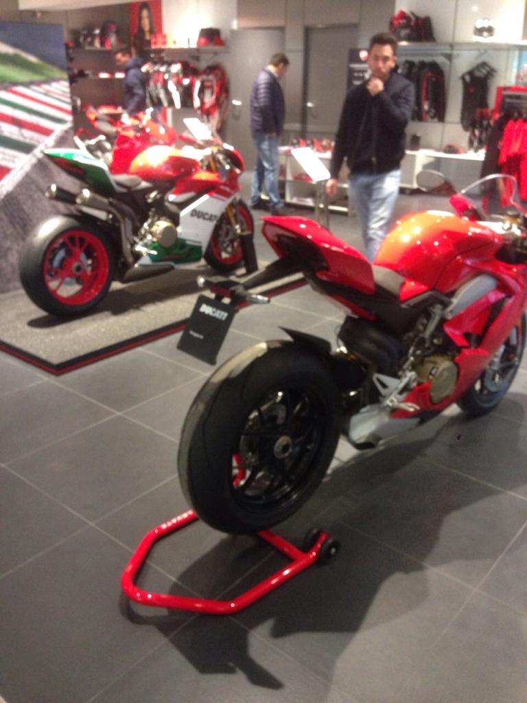 5fda2dd899410ddd3b970c9dd08394d6 - Ducati Panigale Final Edition