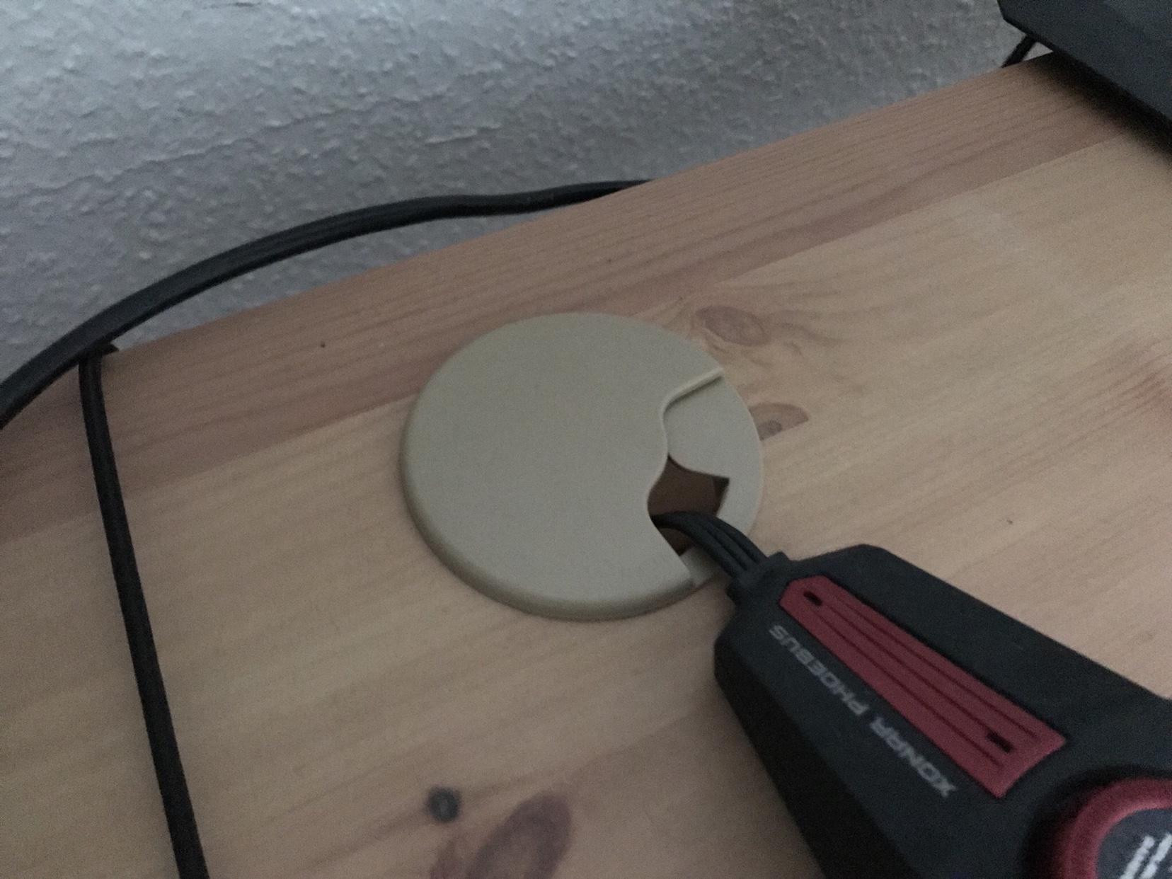 Loch durch schreibtisch bohren f r usb kabel ben tige hilfe - Kabel durch wand bohren ...