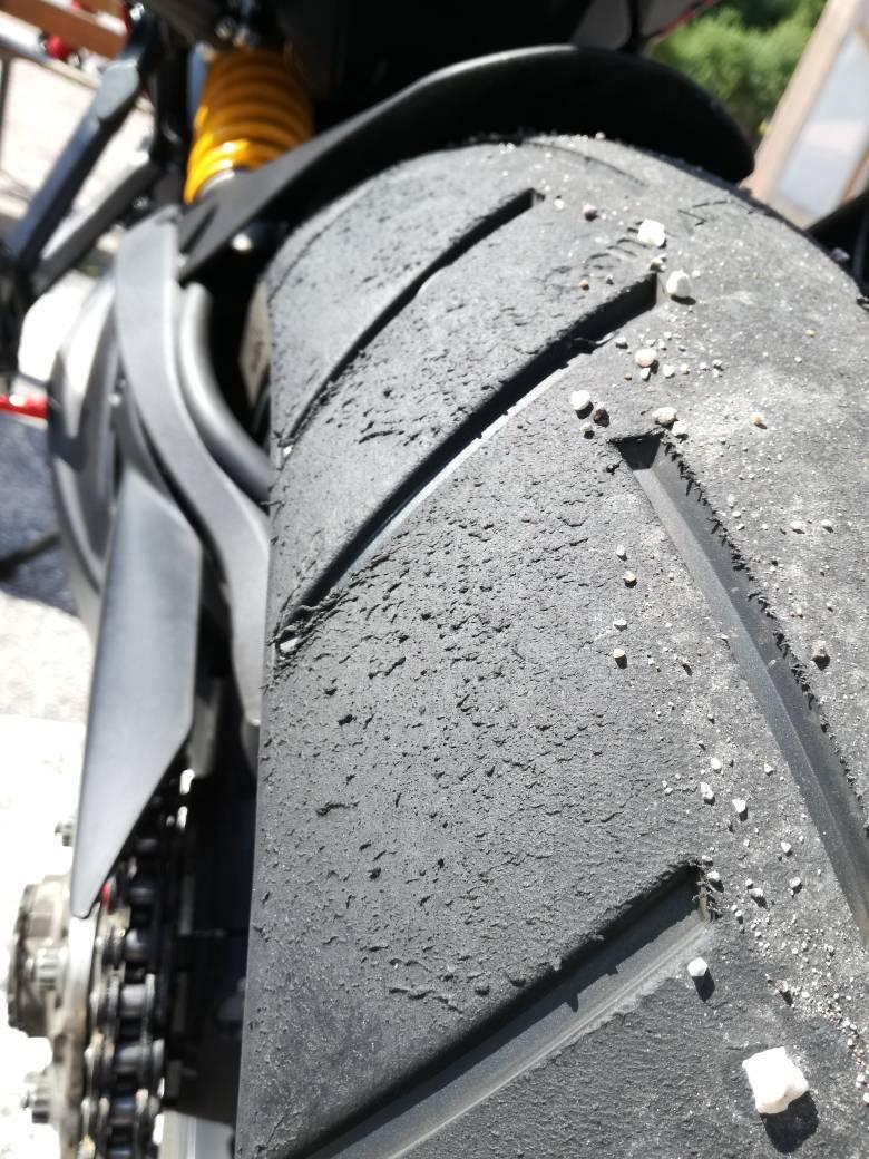 20230a9150ea1e8c1e34be1c5a39249f - Pirelli Diablo Rosso Corsa II