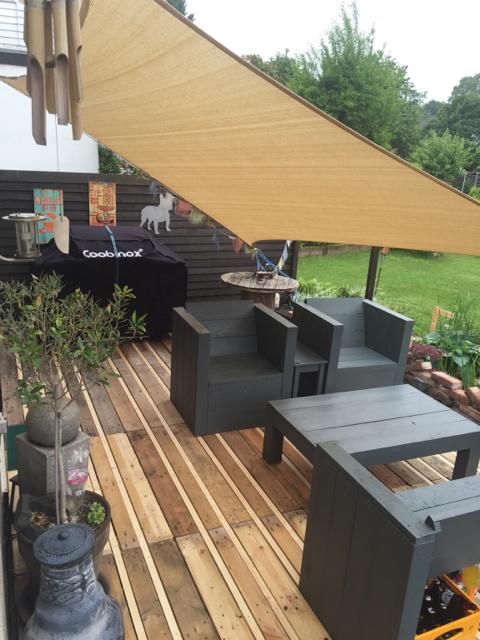 terrassenboden aus europaletten. Black Bedroom Furniture Sets. Home Design Ideas