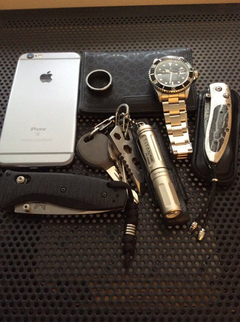 flashlight on iphone let s see your minimalist edc carry page 73 edcforums 2379