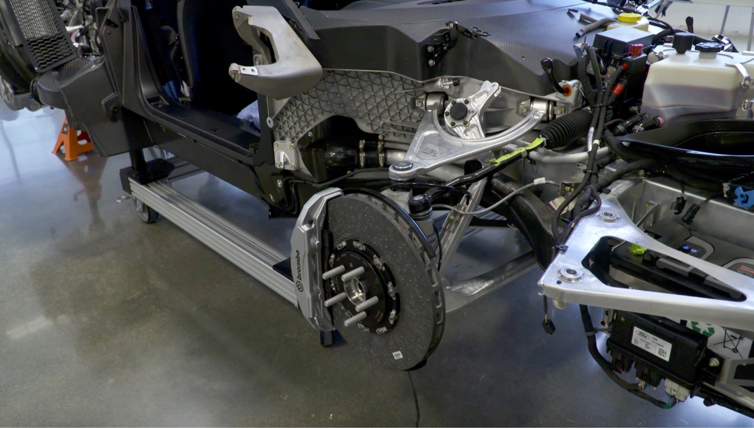 Complex Hydraulic Suspension Raises And Lowers The Car Mm In About A Second F Lmp Style Chassis Keel Construction Lots Of Structural Exposed Carbon In