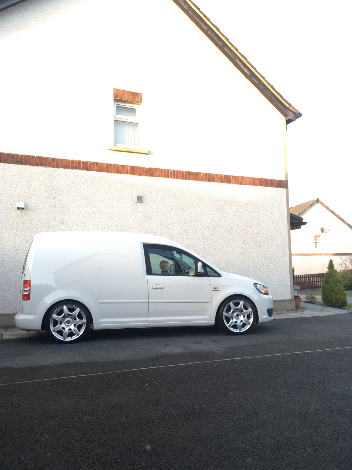 White caddy lowered - CADDY2K.com
